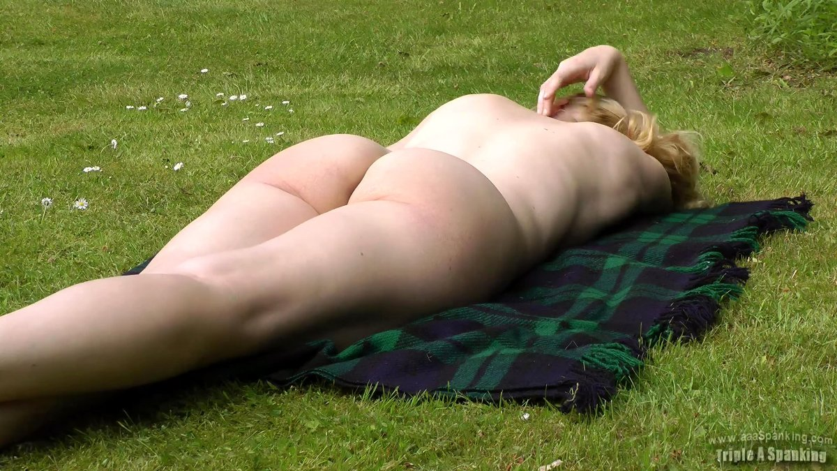 nude cheerleader blog