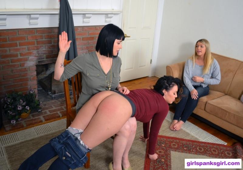 mommy-spank-spanks-spanked-spanking-girls-blow-cum-bubles