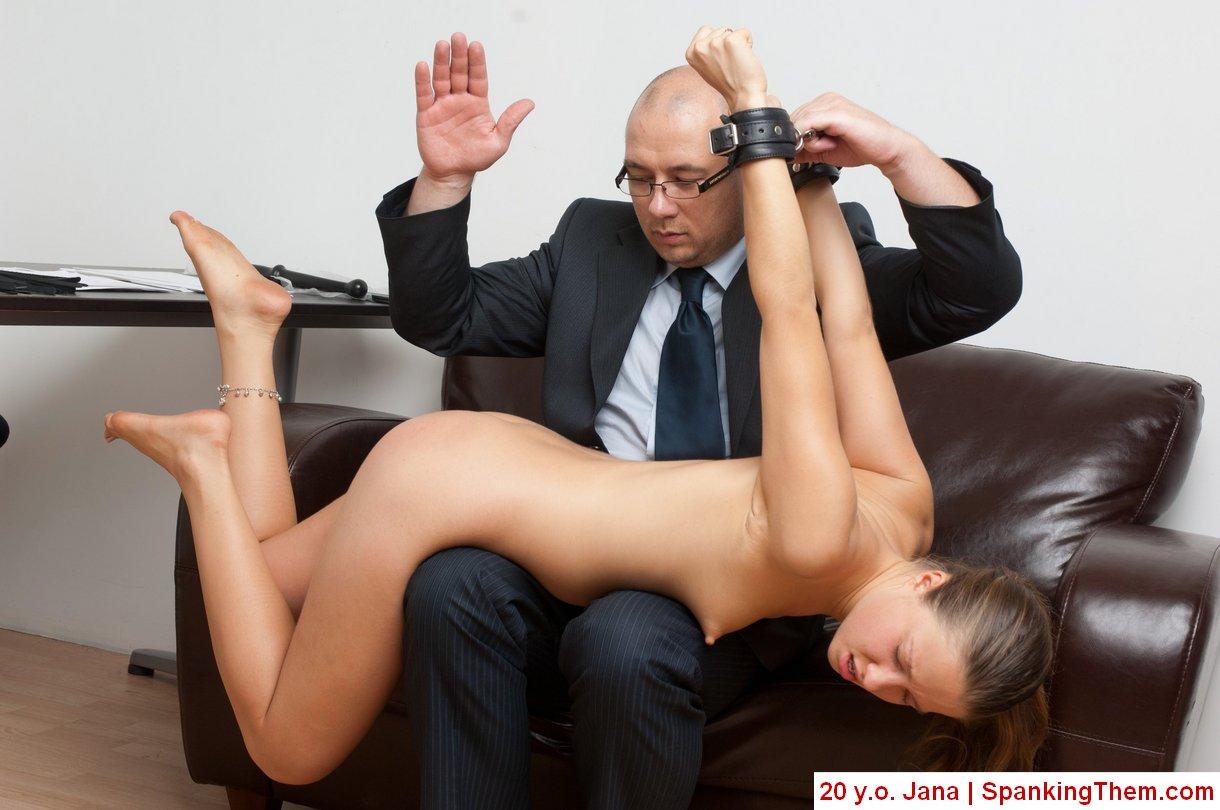 Начальница пристает к подчиненным