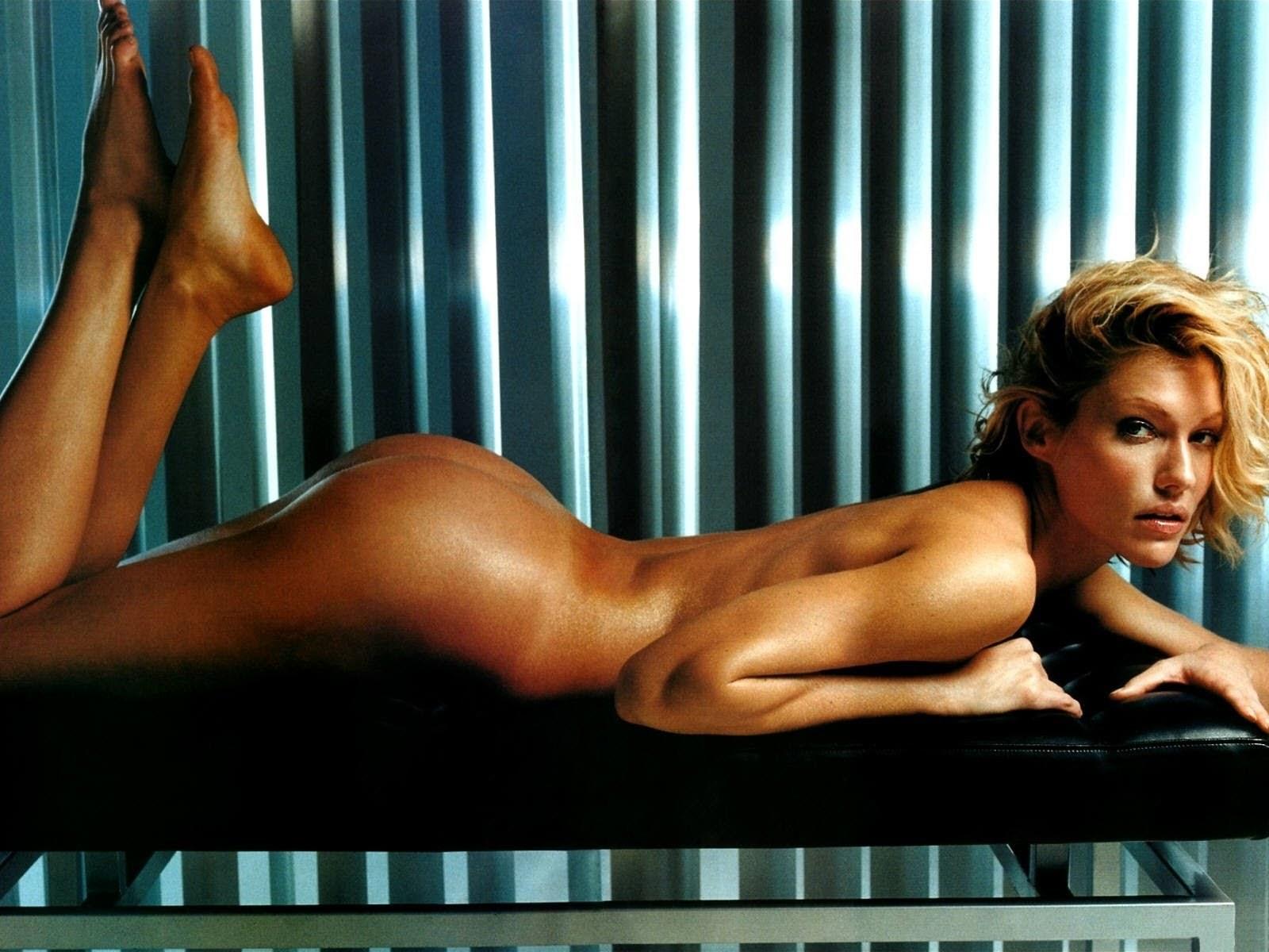tricia helfer naked